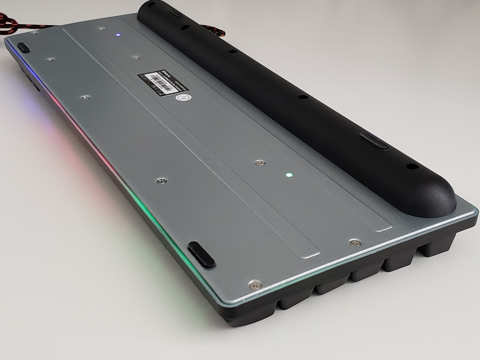 Фото нижней части корпуса клавиатуры REAL-EL Gaming 8710 TKL Backlit