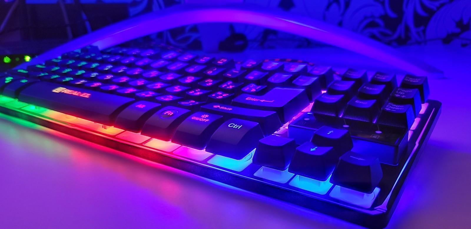 Фото подсветки клавиатуры REAL-EL Gaming 8710 TKL Backlit