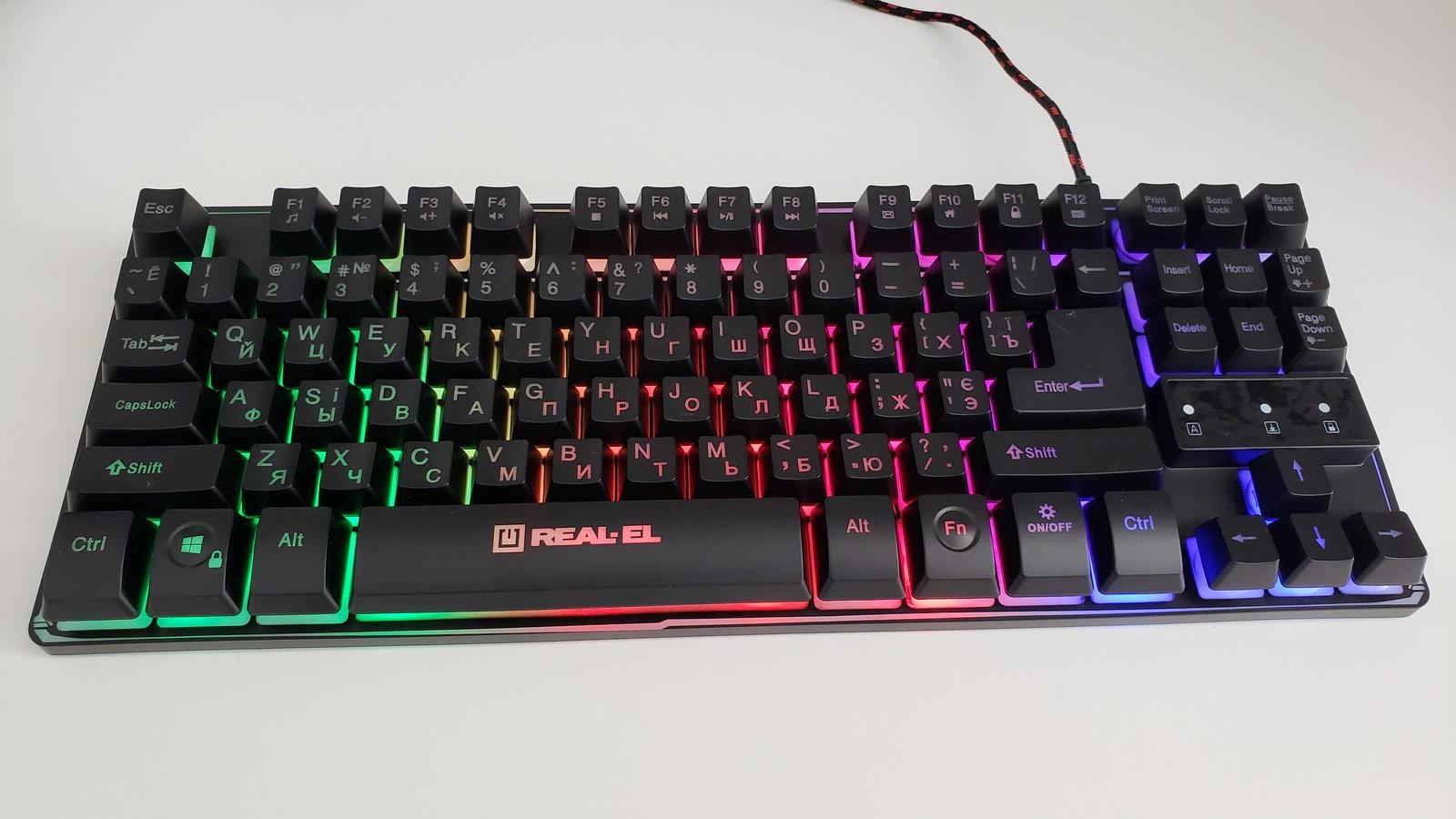 Фото включенной подсветки клавиатуры REAL-EL Gaming 8710 TKL Backlit, в дневное время